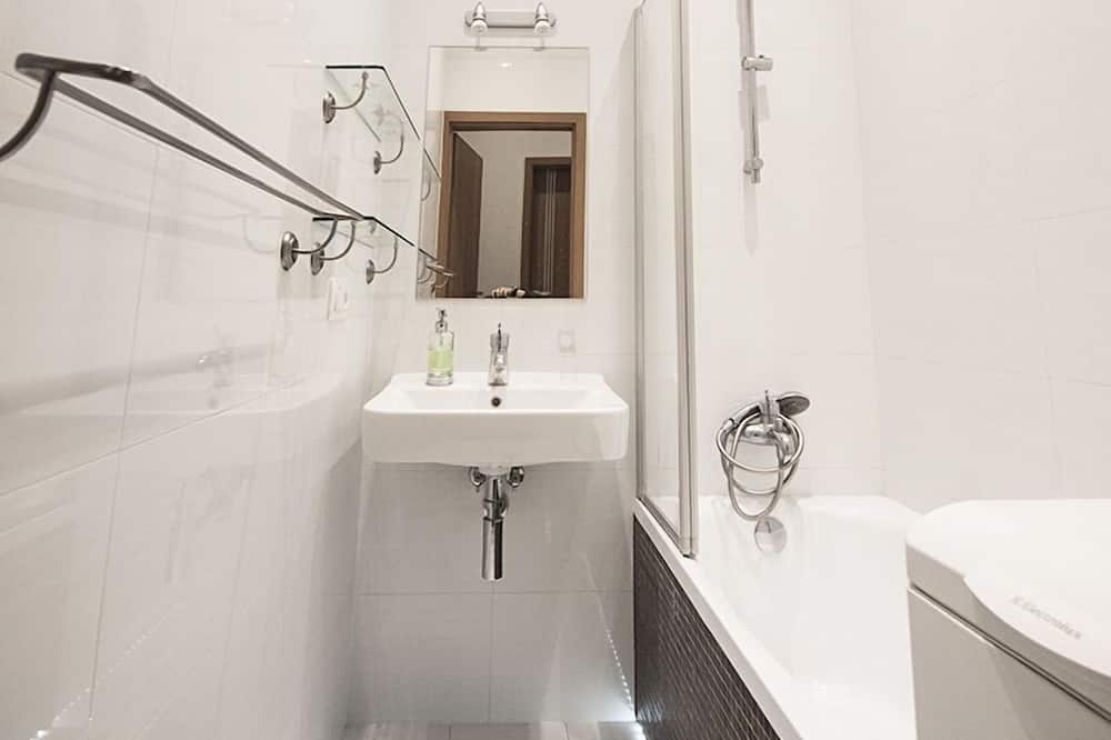 Apartemen, Beberapa Tempat Tidur (3) - Kamar mandi