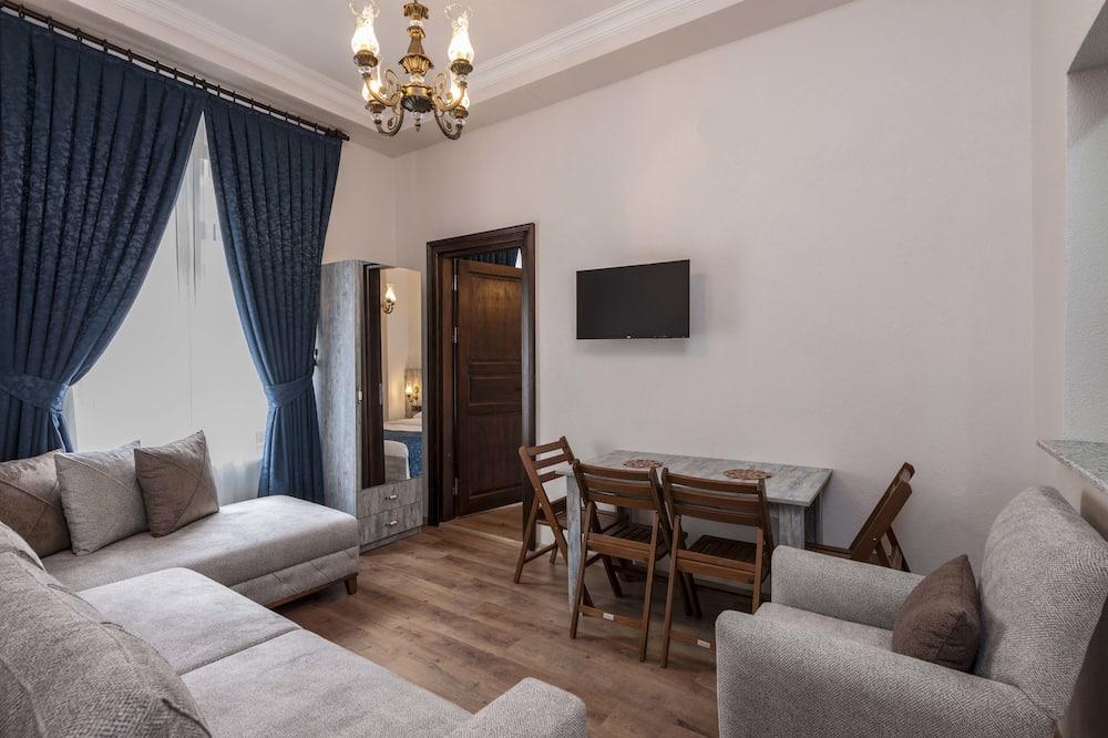 Classic Condo, 2 Bedrooms - Living Room