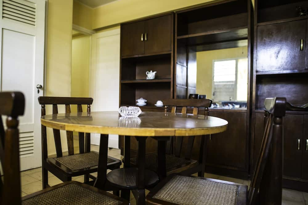City Apartment, Multiple Beds - In-Room Dining