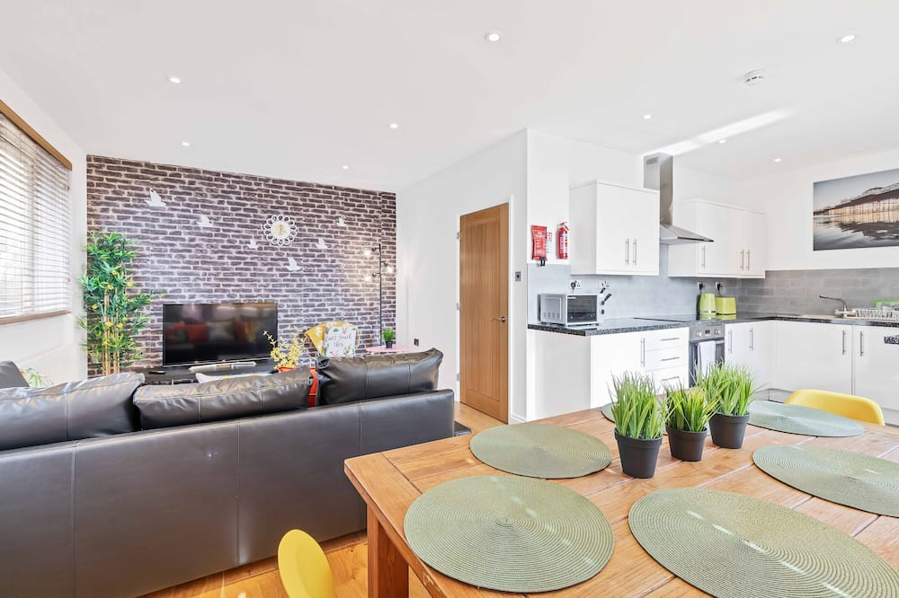 Apartment, 2 Bedrooms, Sea View - Living Area