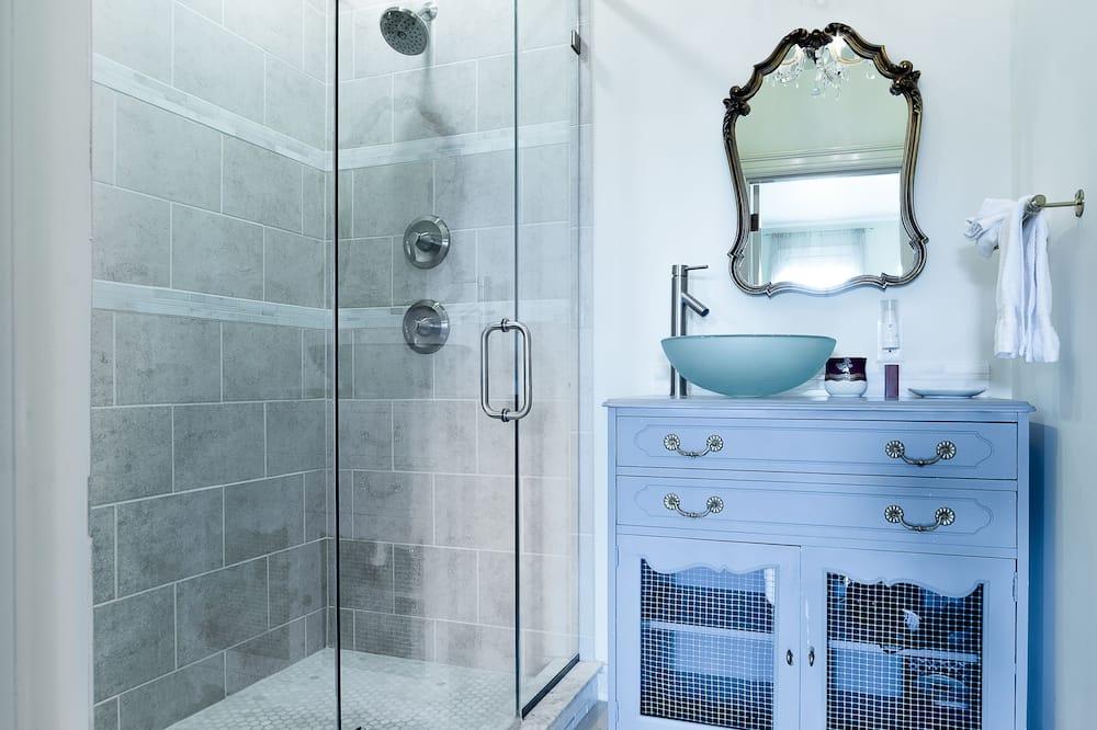 The Mary Anna Lee Custis Room - Bathroom