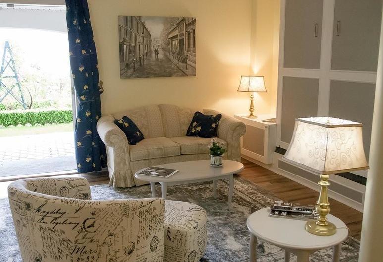 The Spare Room Bed & Breakfast, Osoyoos, Suite – deluxe, flere senger, utsikt mot innsjø, Gjesterom