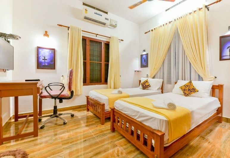 StayApart- peter's Inn Home Stay, Kochi, Deluxe Twin Room, 2 Single Beds, City View, Living Area