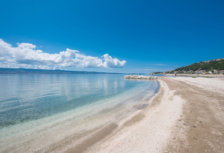 Hotel Nestos, Omis, Beach