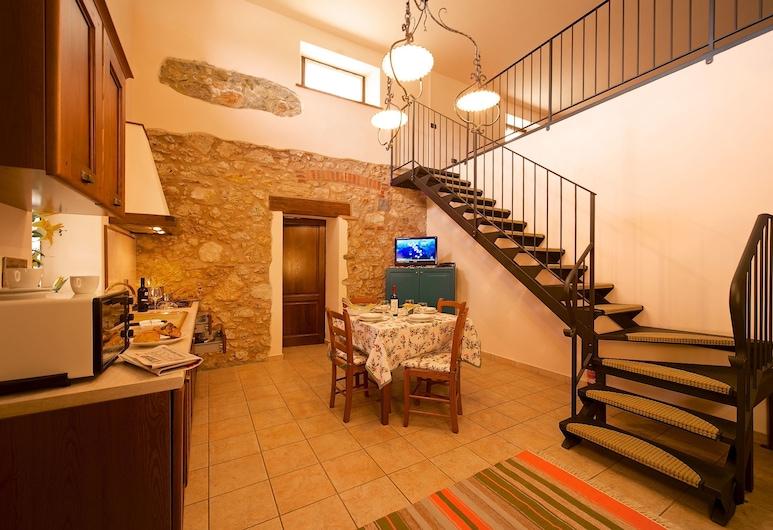 Il Felciaione, Massa Marittima, Comfort Apartment, 2 Bedrooms, Partial Lake View, Living Room