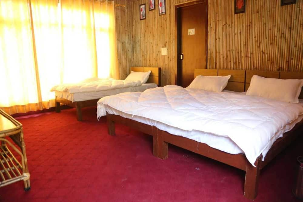 Deluxe Triple Room, Multiple Beds, Valley View - Living Area