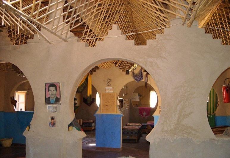 Hostel Wilderness Lodge , Taouz, Ruang Duduk Lobi