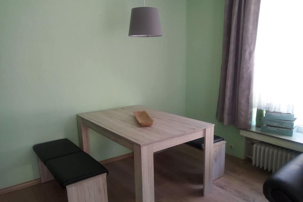 Apartment (3) - Essbereich im Zimmer