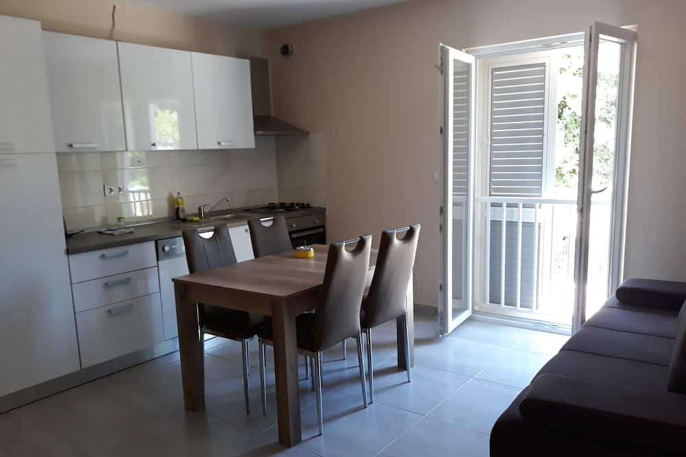 Big Apartment, 1 Bedroom, Patio - Living Area