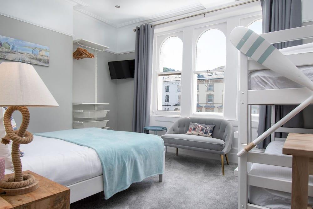 Pokój dla 4 osób Superior, Wiele łóżek, częściowy widok na morze - Widok ulicy