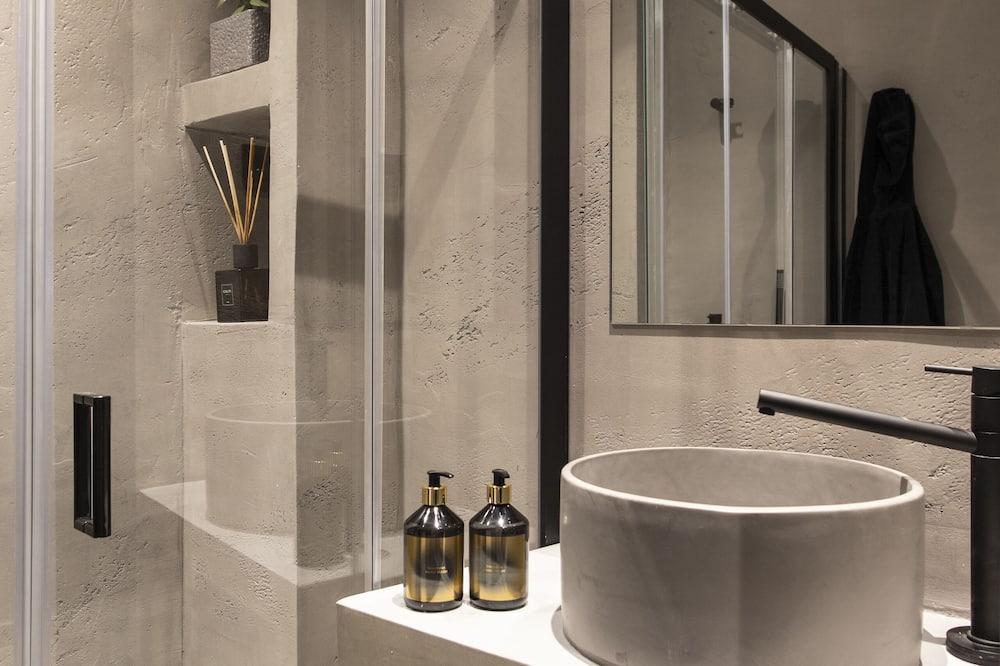 Deluxe Double Room, Balcony - Bilik mandi