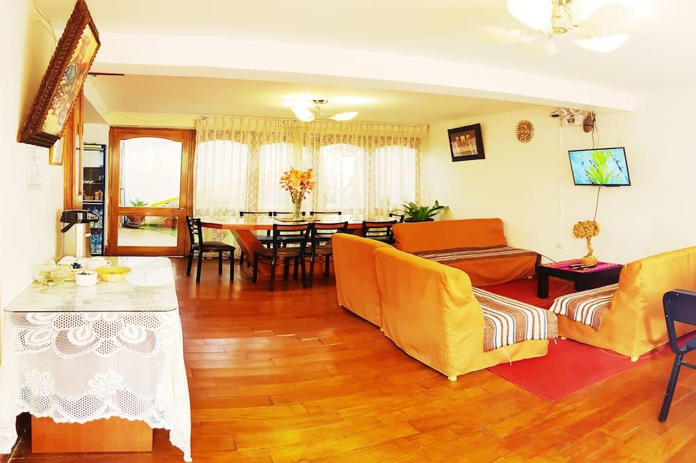 Štandardná dvojlôžková izba, 1 dvojlôžko, výhľad do dvora - Obývacie priestory