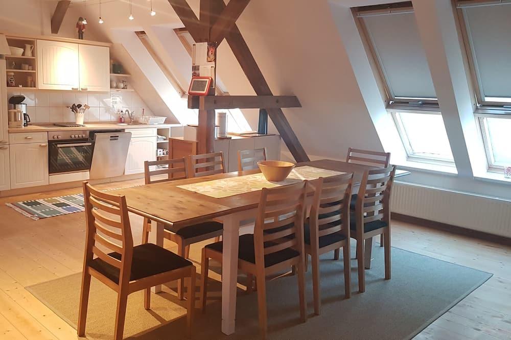 Namas su patogumais, terasa, sodas (6 Bedrooms, incl. Cleaning Fee 90 EUR) - Svetainės zona