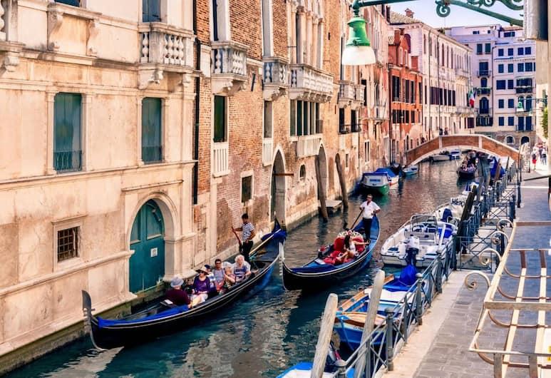 San Severo Bright Stylish Apartments Canal View, Венеция