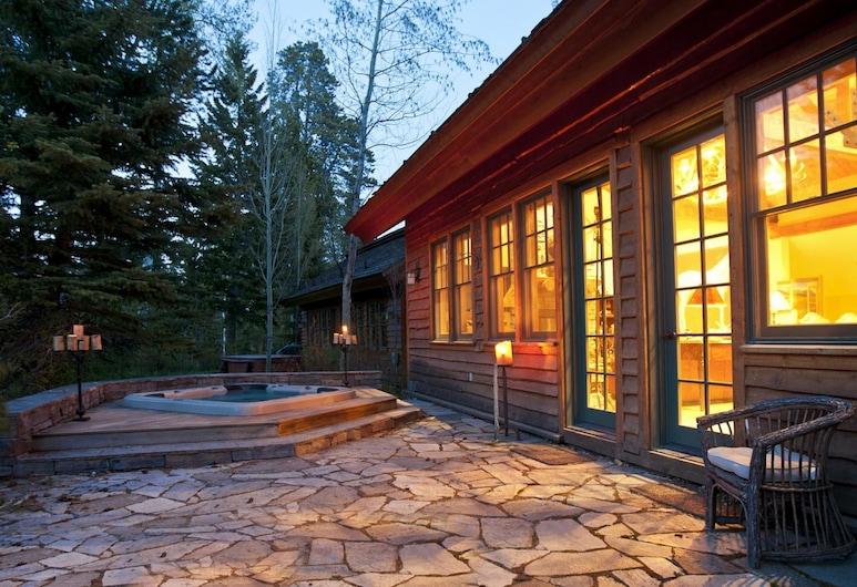 Abode at Arrowhead, Teton Village, Heitur pottur úti