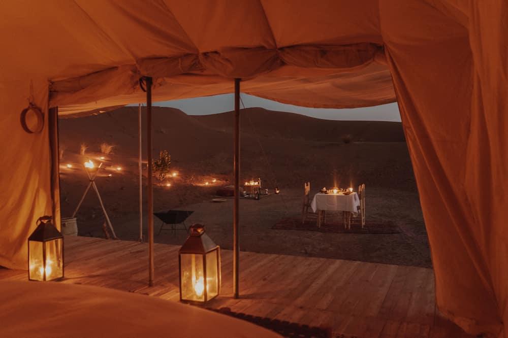 Romantic Tent - Desert view
