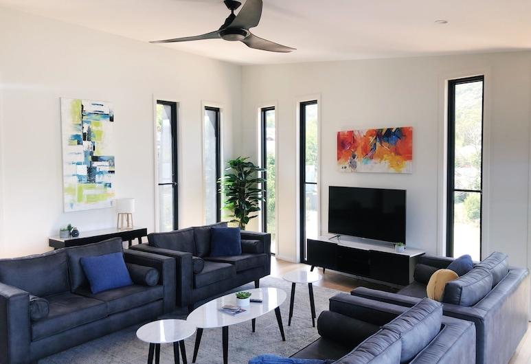 Mountain Mist Retreat 6 bedroom, Bright, House, 6 Bedrooms, Living Room