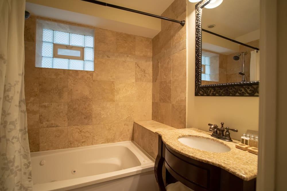 Superior Suite, Private Bathroom (Northside Suites #1F) - Bathroom