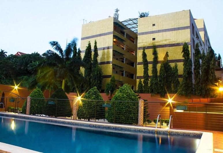 Hotel Le Vaisseau, Abidjan, Hotellin julkisivu illalla/yöllä