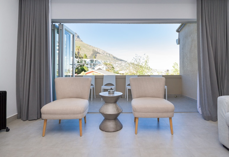 Steep Acres 35, Cape Town, Comfort Apartment, 1 Queen Bed, Mountain View, Living Area