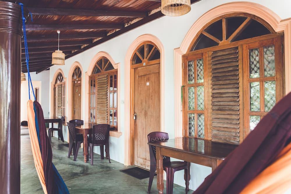 Rupa's Hotel Arugambay