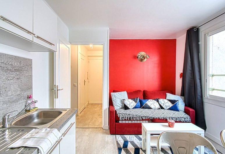 Apartment 4 People, 20 Meters From the Croisette!, Cannes, Woonkamer