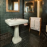 Basic Double Room, Shared Bathroom, Sea View (Corniglia) - Bathroom
