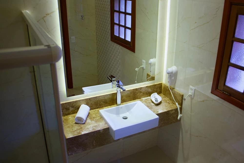 ห้องเบสิกดับเบิล, เตียงควีนไซส์ 1 เตียง - ห้องน้ำ