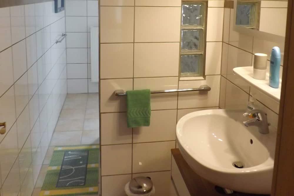 Szoba kétszemélyes ággyal, privát fürdőszoba - Fürdőszoba