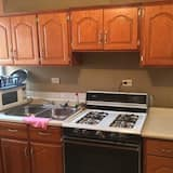 Basic Apartment, Multiple Beds - Private kitchen