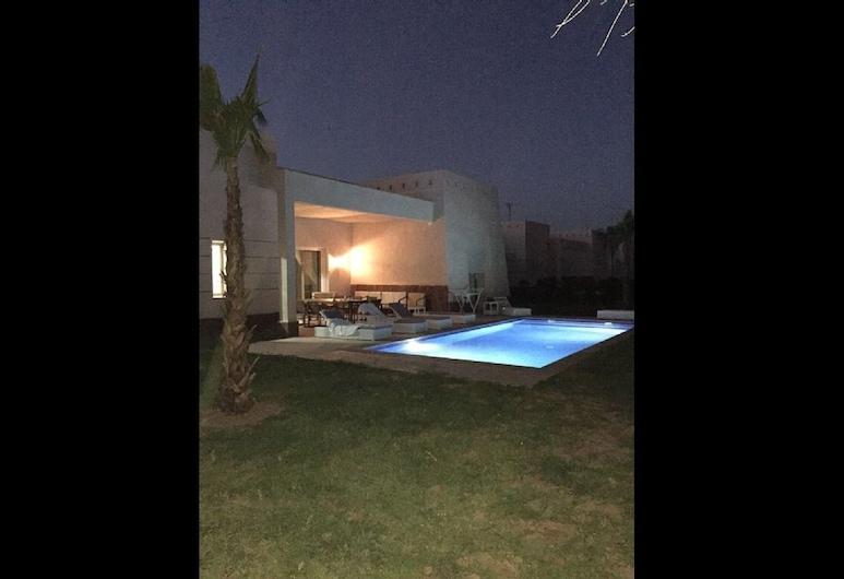 Apple Ville De Luxe 11, Oulad Hassoune, Mặt tiền nơi lưu trú - Ban đêm