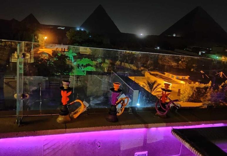 Giza Pyramids View Inn, Giza, Hotel Front – Evening/Night