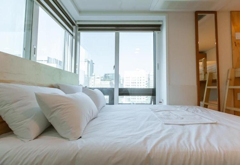 Step Inn Myeongdong 2 - Hostel, Soul, Třílůžkový pokoj, výhled na město, Pokoj