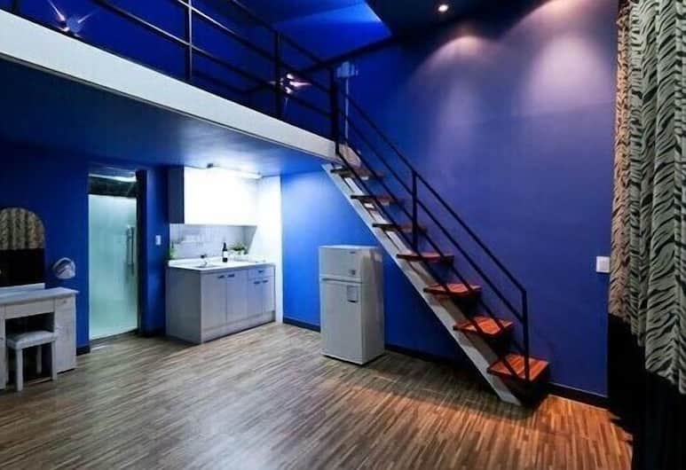 Soo and Sul Pension, Boryeong, Duplex (Sky #302, Blue), Guest Room