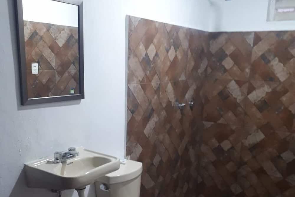 Comfort Cabin, 1 King Bed, Garden View - Bathroom