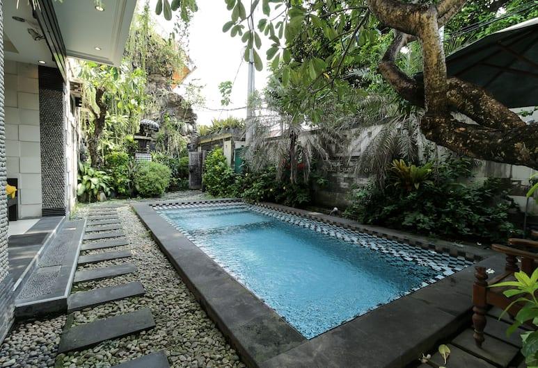 OYO 482 Anika Guest House, Tuban, Pool