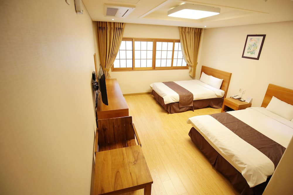 Deluxe Twin Room, City View - Guest Room