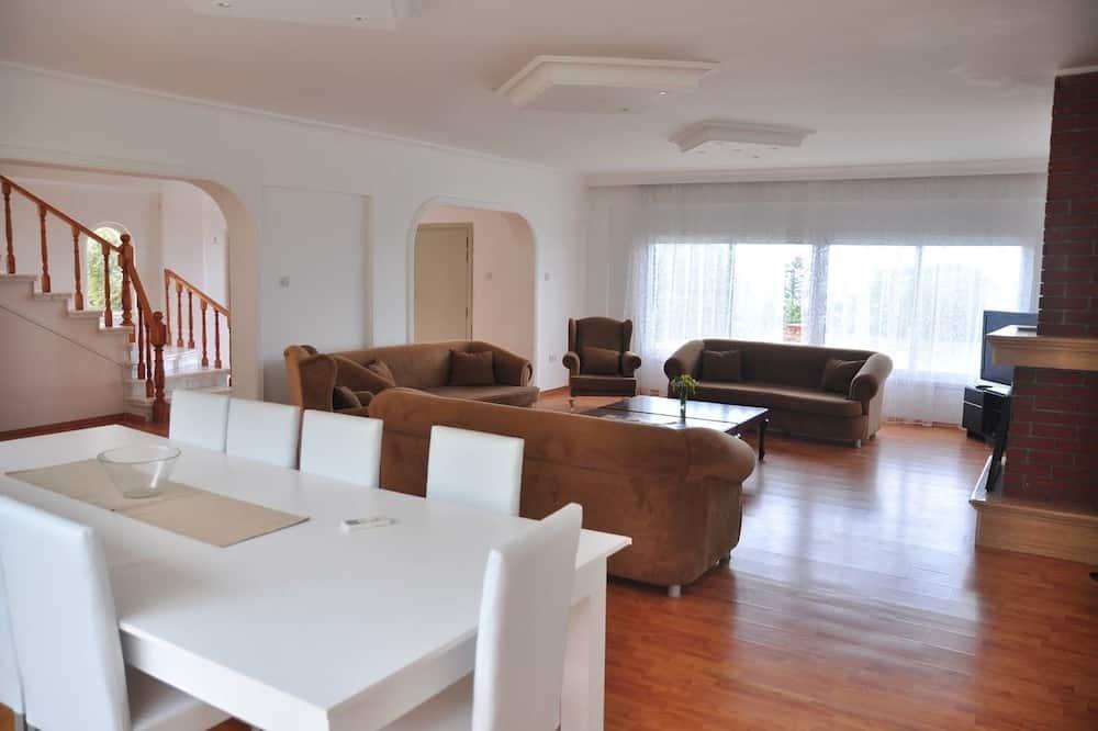 فيلا بانوراما - ٣ غرف نوم - بشرفة - بمنظر للبحر - منطقة المعيشة