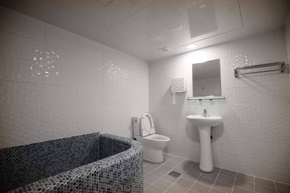 Kambarys šeimai, atskiras vonios kambarys (Standard) - Vonios kambarys