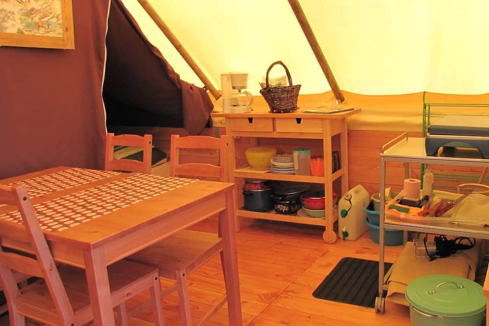 Pokoj, 2 ložnice - Obývací prostor
