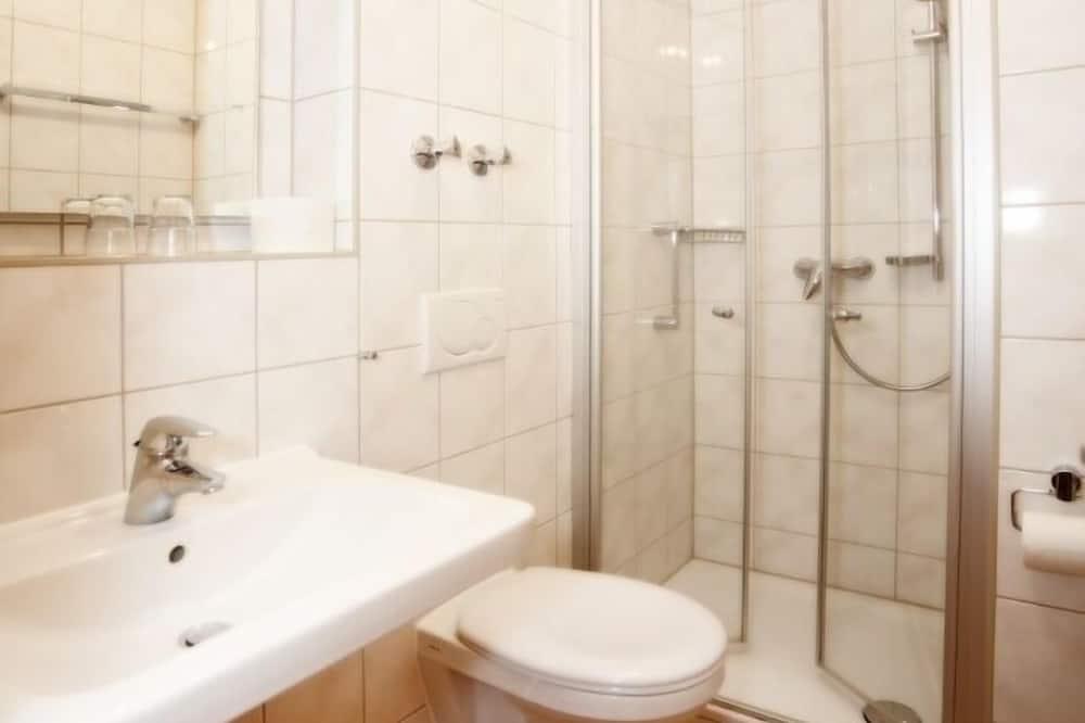 Basic-Apartment - Dusche im Bad