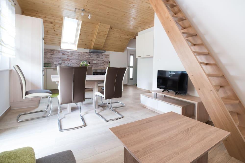 Standard Apartment, Ensuite, Mountain View (Apartma 1 in 2) - Living Room