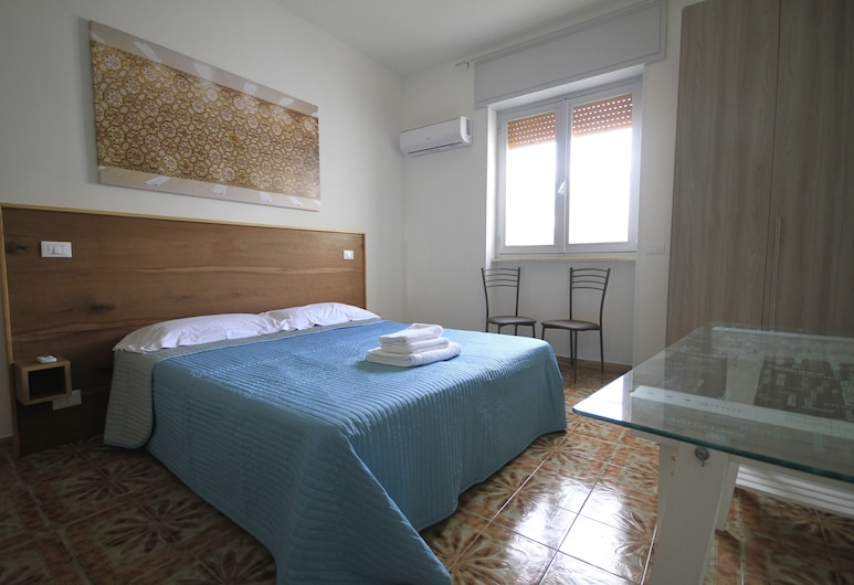 B&B Via Stazione, Otranto, Comfort Triple Room, Guest Room