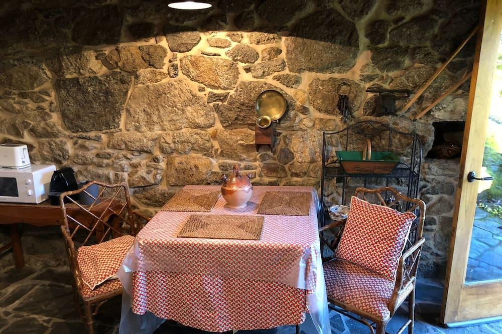 Fritidsbolig – traditional, 1 soverom, utsikt mot elv - Bespisning på rommet
