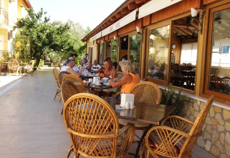 Gunes Hotel & Apartments, Fethiye, Dinerruimte buiten