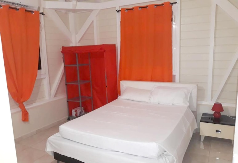 Apartment With 2 Bedrooms in Le Gosier, With Pool Access, Enclosed Garden and Wifi - 5 km From the Beach, Le Gosier, Apartment, Room