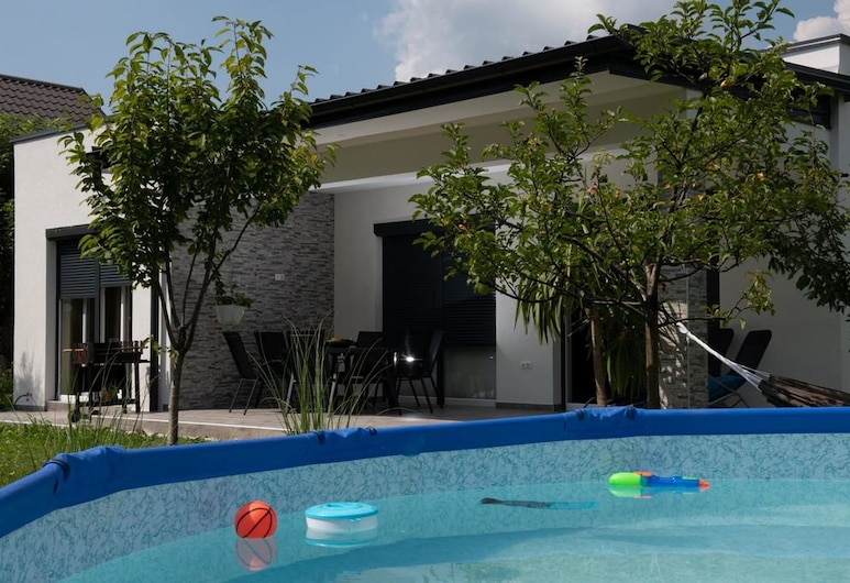 簡單烏納飯店, 比哈奇, 游泳池