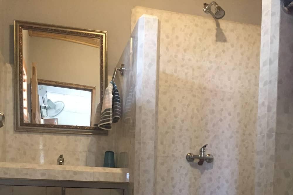 Double or Twin Room, 2 Double Beds - Bathroom
