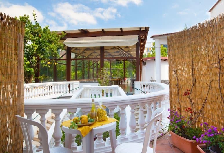 Sorrento Marida Rooms, Sorrento, Estudio clásico, vista al patio, Terraza o patio