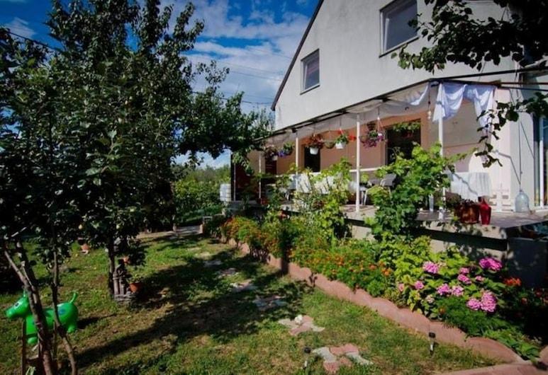 Casa Dany, Corbu, Garden